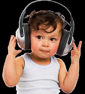 Foto gambar bayi lucu mendengarkan musik 4