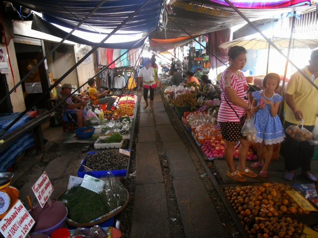 mercato mae klong thailandia