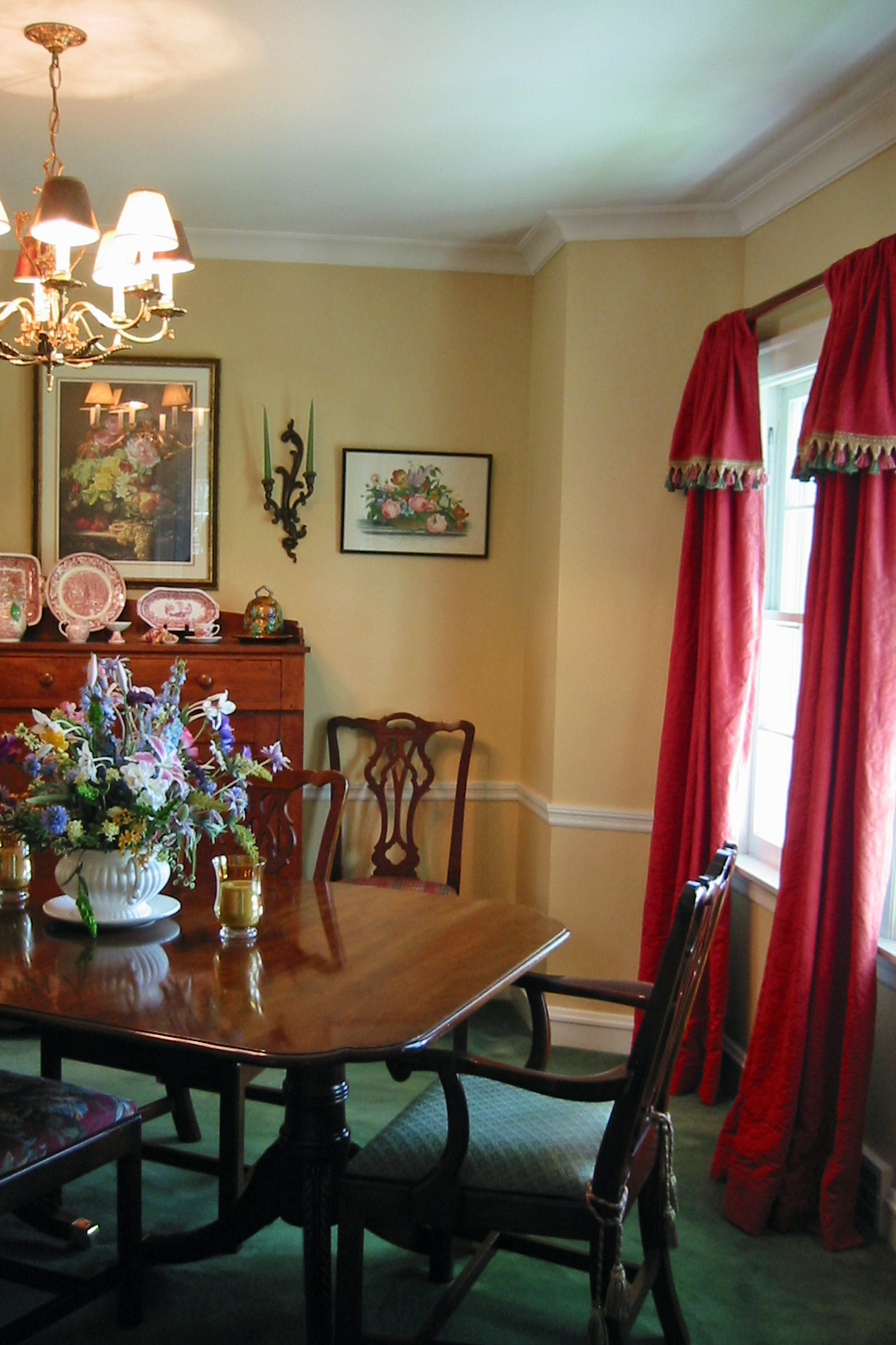 Red Colour Wall: Just*Grand: Dining Room *Grand* Mash-up