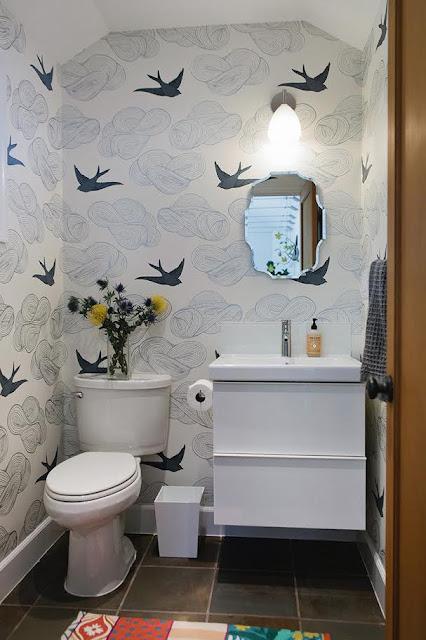 użycie tapet w łazienkach
