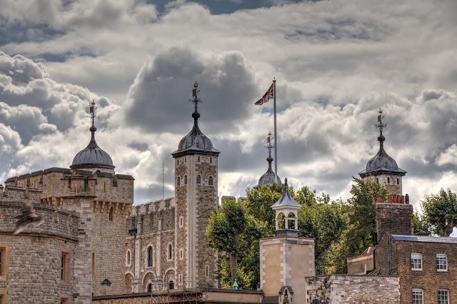 איך קונים כרטיסים למצודת לונדון וכמה זה עולה?