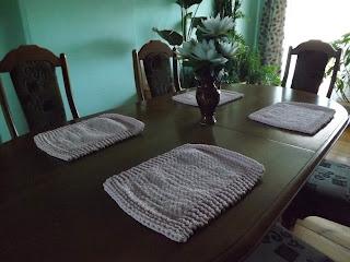 Podkładki na stół dziergane szydelkiem