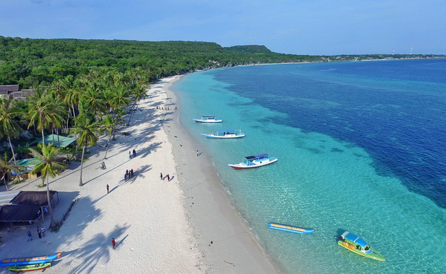 Xvlor Tanjung Bira Beach is perfect coast to watch barracuda, sunfish and mantas