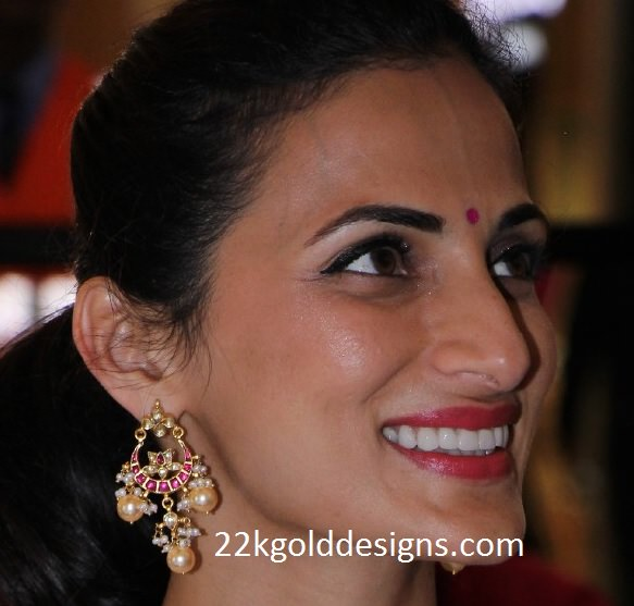 Shilpa Reddy in Chandbali Style Earrings