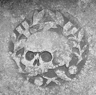 Whoopidooings blog: Skull carving on a gravestone in Canterbury