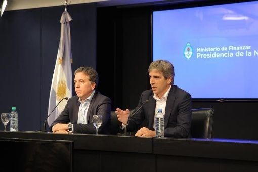 Argentina busca frenar subida del dólar con nueva deuda