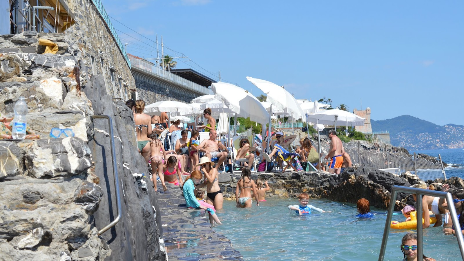 How to spend a weekend in Genoa with kids - Lido at Baghni Medusa Nervi for kids