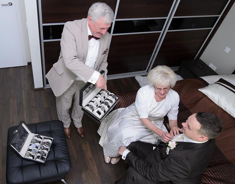 Jaunojo vestuviniai aksesuarai