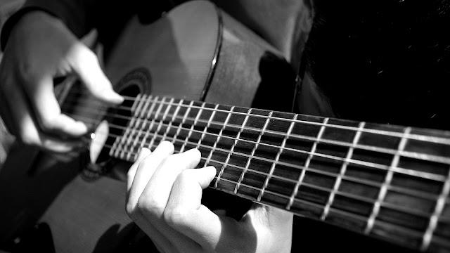 Phân Biệt Guitar Đệm hát Và Guitar Acoustic