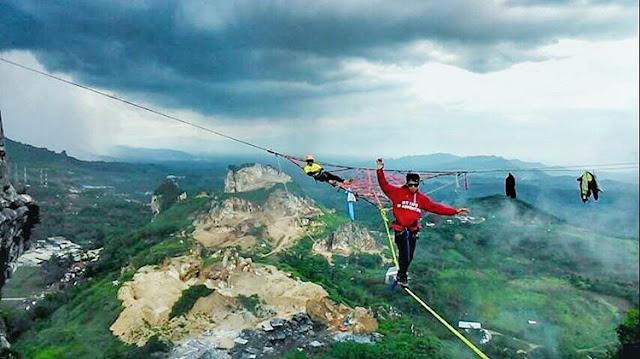 Tebing Citatah Di Kabupaten Bandung Barat Mokem