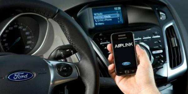 Ford e Toyota vão ajudar desenvolvedores a criar apps para carros.