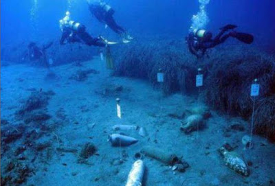 Ingots of orichalcum, Corinthian helmets and amphorae found off the coast of Sicily