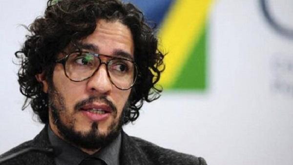 Jean Wyllys desiste de mandato e deixa o Brasil