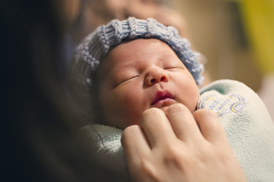 newborn-recem-nascido-maternidade-gravidez-gestação-parto-mãe-moda-infantil-filhos-familia