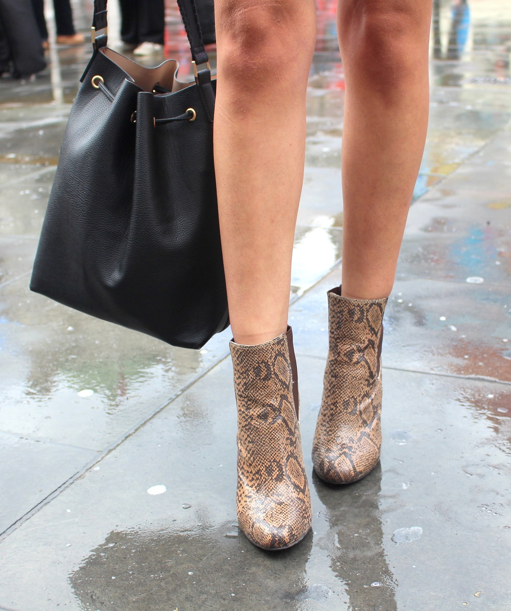 peexo fashion blogger lfw day 1 snake print boots hm bucket bag