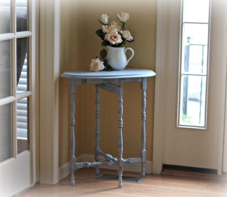 Shabby chic vintage gate leg table.