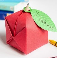 http://translate.googleusercontent.com/translate_c?depth=1&hl=es&rurl=translate.google.es&sl=en&tl=es&u=http://www.1dogwoof.com/2014/08/origami-apple-favor.html&usg=ALkJrhhXDTNIZKU142erZ_aGX13qKO57jw