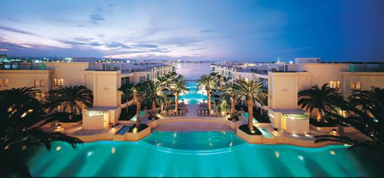 إذا كنت من محبي الفنادق المميزة والديكورات الصارخة فلا بد أن تختار فندق فيرساتشي ليكون عنوان إقامتك قبل دخولك للفندق فكل ركن في الفندق يحمل توقيع دار