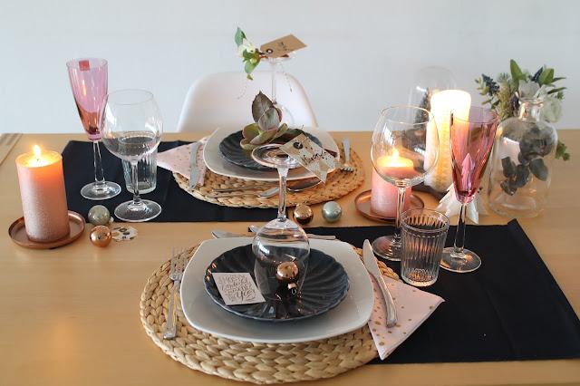 Weihnachtsdeko rosa gold dunkelblau mit Schneerosen Pink Frost Pretty in Pink Tischdekoration Weihnachten Jules kleines Freudenhaus 2