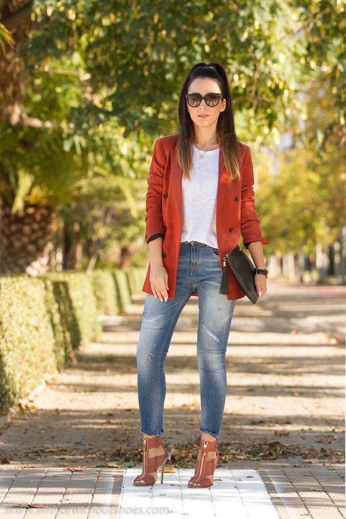 Bloguera moda femenina española Como combinar blazer jeans Sandalias de tacon alto