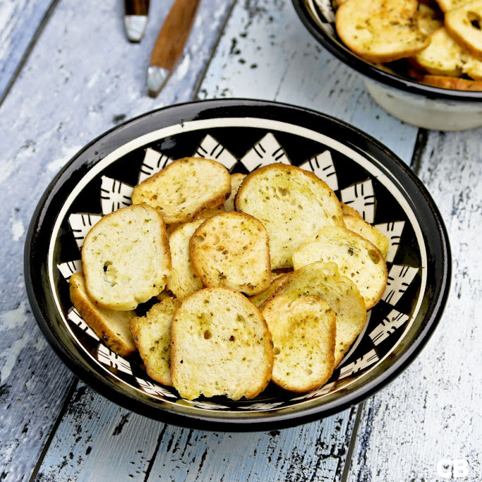 Bagelchips met basilicum en knoflook