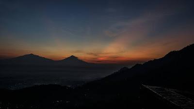 foto sunrise di punthuk mongkrong magelang