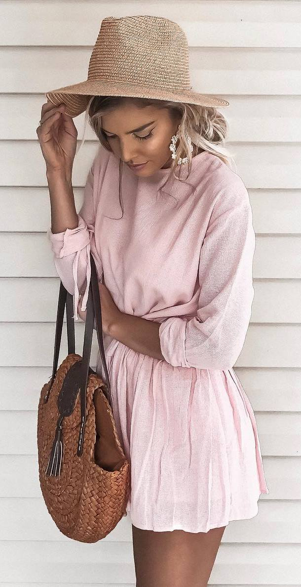 pretty cool outfit : hat + pink dress + bag