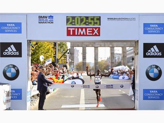 superior quality 5e699 16903 adidas Dennis Kimetto Uses the Energy Return of BOOST™ to Run the Fastest  Marathon of All-Time
