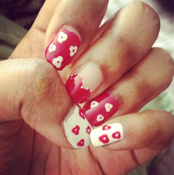 Nail Art phtot half heart and flowers