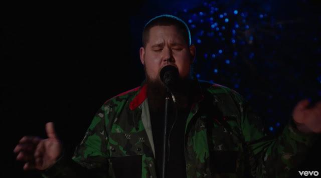 "Rag'n'Bone Man Performs ""Human"" For BRITs 2017 Critics' Choice Session"