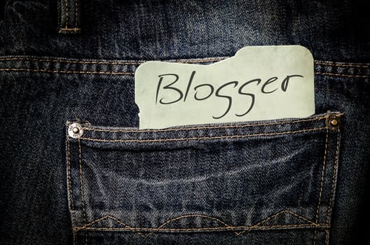 Powerful 4 steps to become a successful blogger