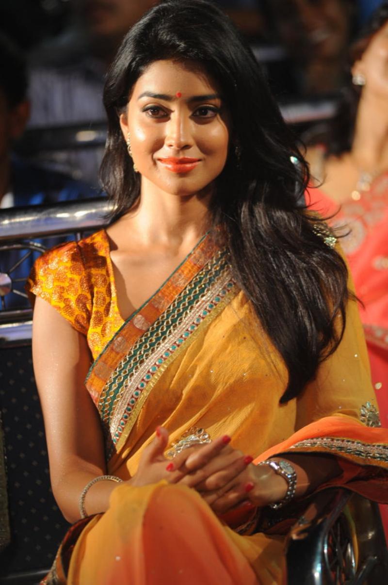Nayanatara Cute Wallpapers Tamil Actor Actress Photoshoot Stills Unseen Family Photos