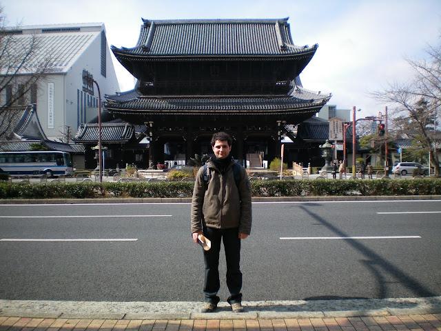 Entrada del templo Higashi Hoganji en Kioto