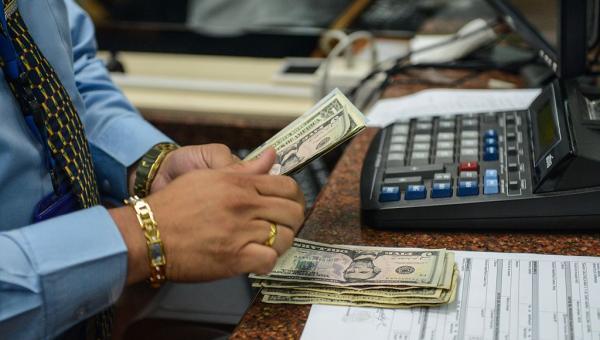 Dólar continúa en alza y se cotiza a Bs. 6.302 pese a dos subastas de nuevo sistema Dicom