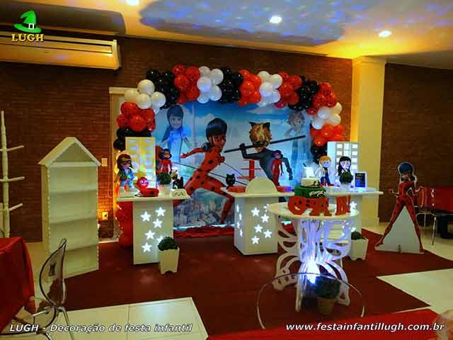 Decoração infantil Miraculous Ladybug em mesa provençal para festa de aniversário - Mesa decorada na Barra - Rio de Janeiro - RJ