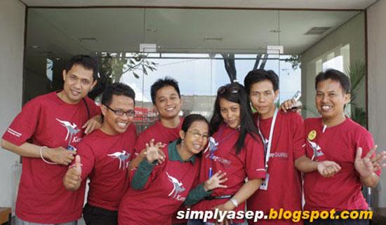 ARE THE CHAMPIONS : Seven former Kangguru Champions. From left to right : Syahrir Badulu (Makasar), Saptari Wibowo (Medan), Suryadi (Madura), Keyko (Semarang), Ririn Pudya (Jakarta-KEdiri), Fadel (Mataram) and me Asep Haryono (Pontianak). Foto IST