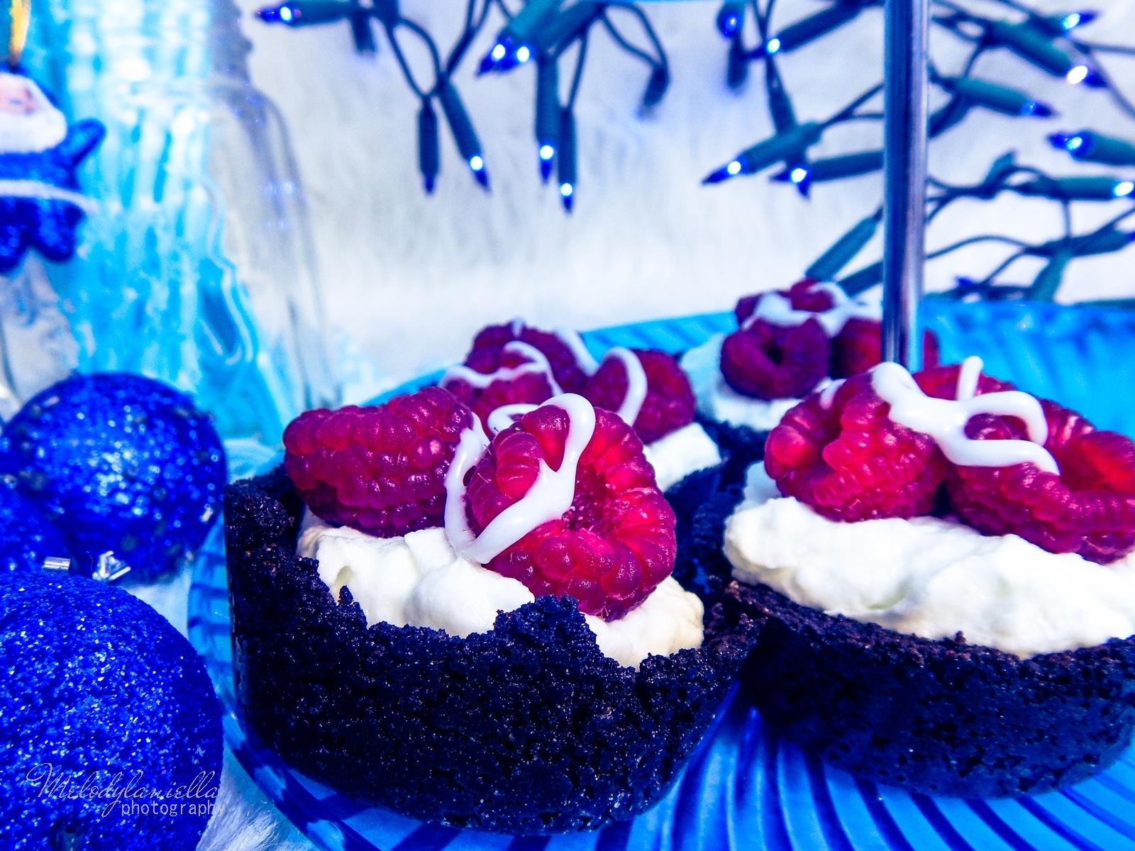 5 babeczki oreo z kremem jogurtowym i malinami szybki i latwy sposob na deser na swieta impreze melodylaniella