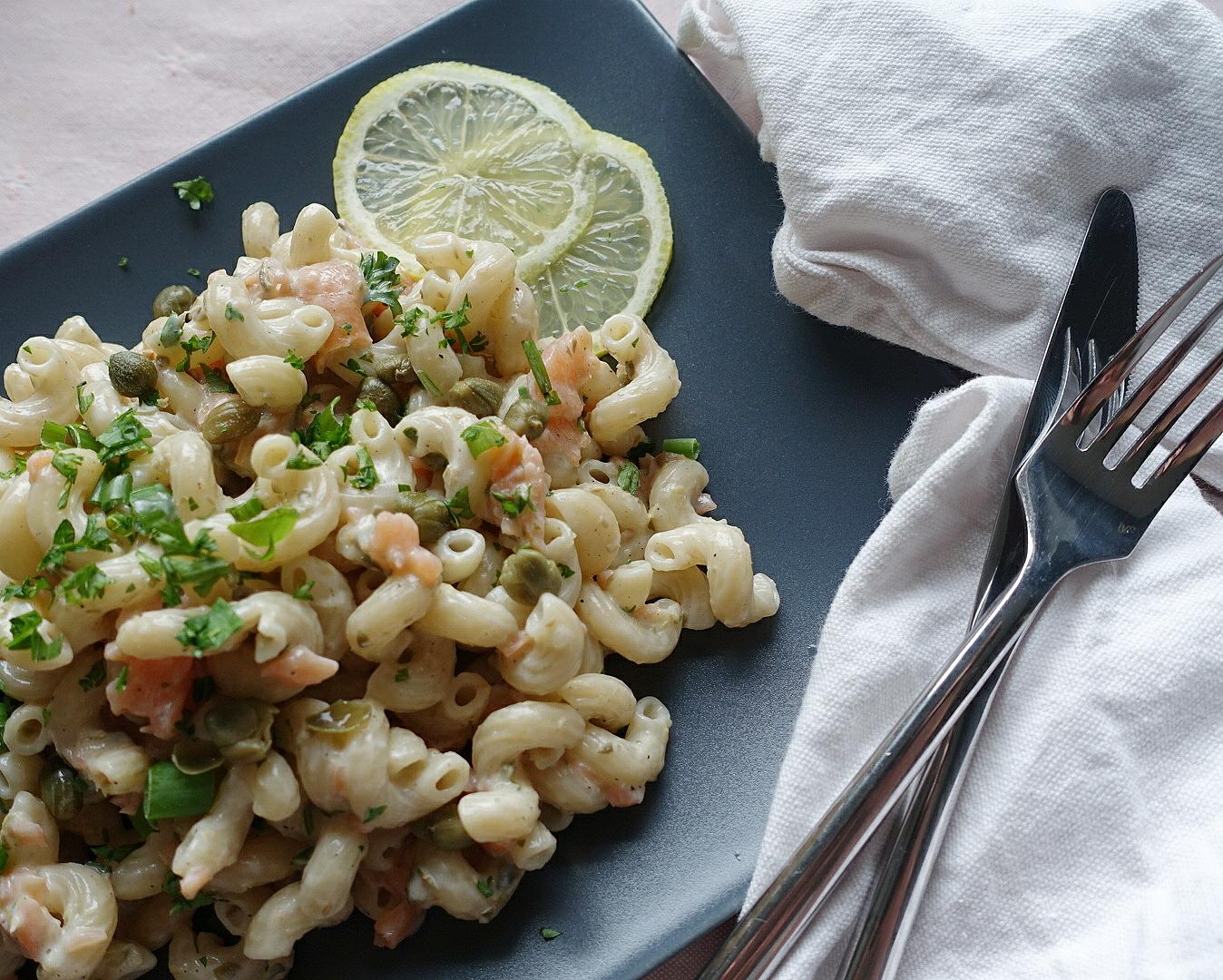 Pasta Räucherlachs: Leckere Nudeln in cremiger Zitronen Sauce, blitzschnell und einfach zubereitet | Mehr schnelle und einfache Rezepte gibt es auf judetta.de