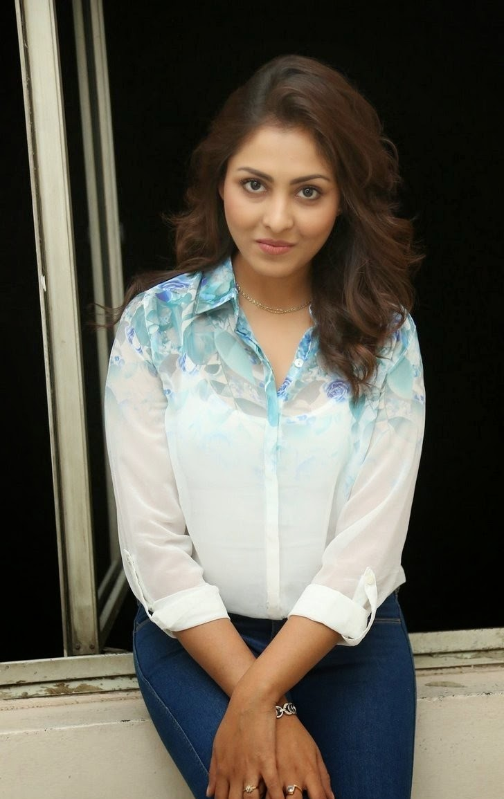 Actress Madhu Shalini Latest Cute Hot Exclusive Beautiful Spicy Photos Gallery
