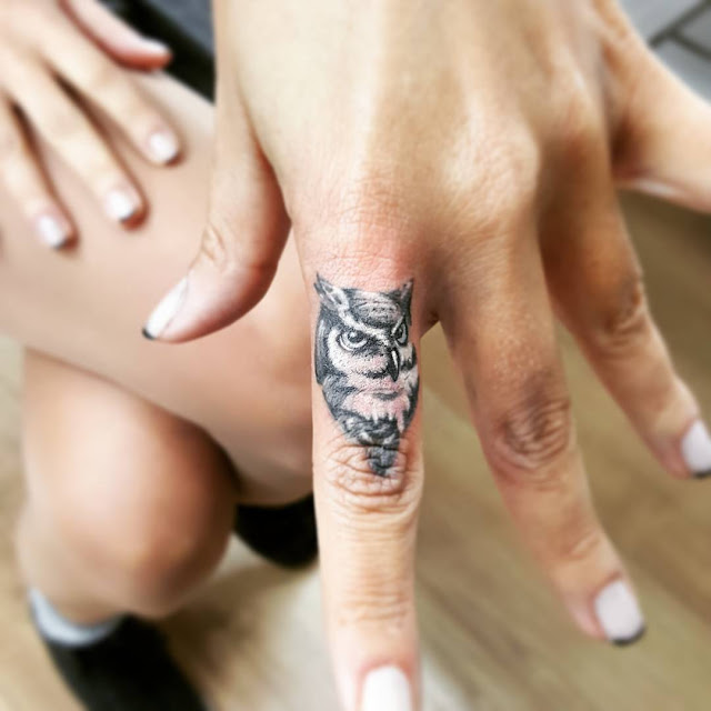 30 Amazing Attractive Finger Tattoo Styles-26