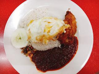 Full set of Nasi Lemak + Ayam Goreng + Telur