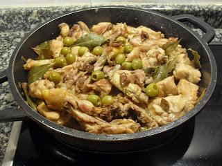 Receta de Pollo de corral,  aceitunas y moixernons.