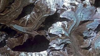 Στα Ιμαλάια νότια του όρους Έβερεστ βρίσκεται o παγετώνας Imja. Foto: ESA