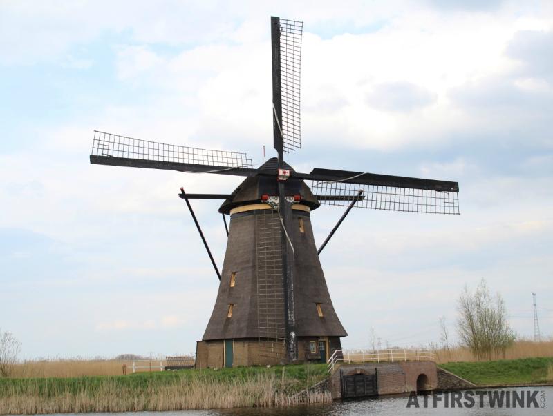 kinderdijk windmill beautiful cloud