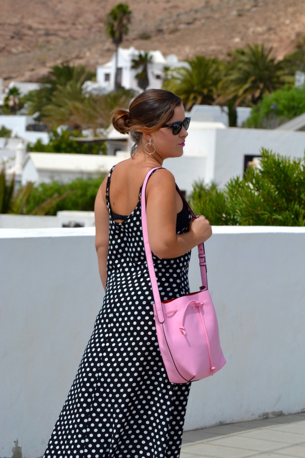 dresslily_review_summer_dresses_vestido_lunares_look_bolso_rosa_lolalolailo_08
