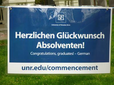 Herzlichen Glückwunsch Absolventen! Congratulations, graduates - German