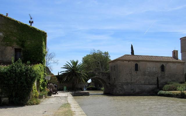 Auberge de Le Somail. Le Somail pueblo de la ruta del País Cátaro. Francia