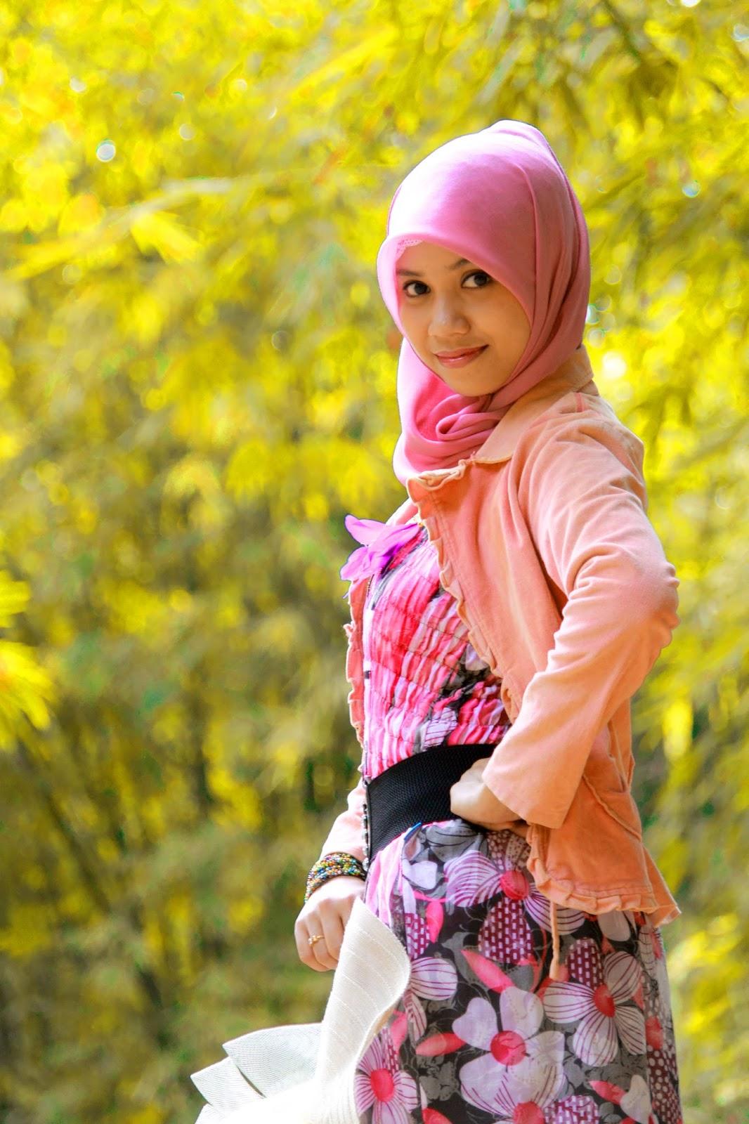 model hijab makassar manis dan seksi Hani A.K.A Nirmalasari di Pulau Lakkang Makassar mahasiswi UNM dari Suku Bugis Bone