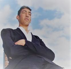 Sultan Könsen  Foto Manusia Tertinggi di Dunia yang Bikin Tercengang
