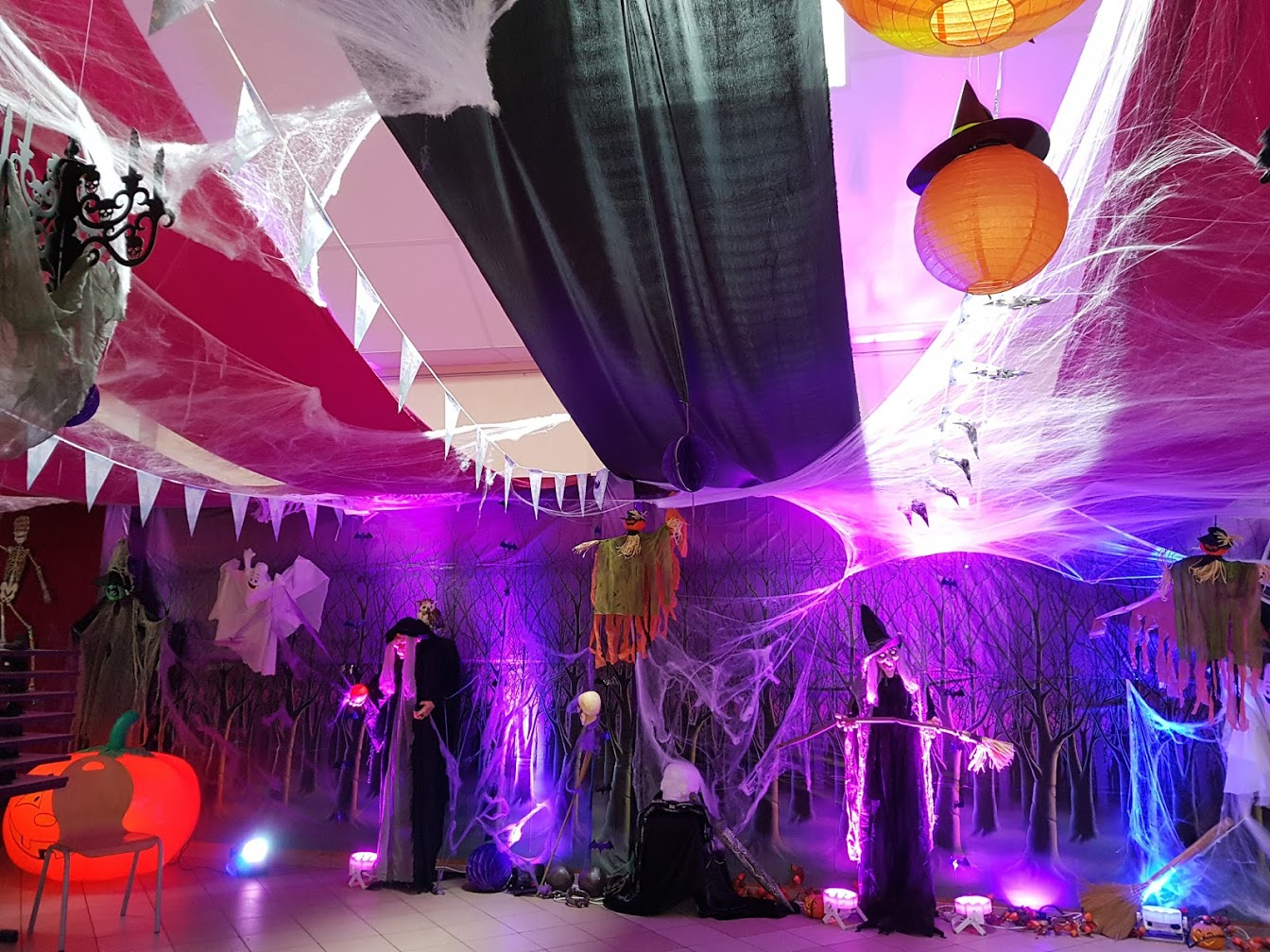 decoration halloween decoration salle halloween fete halloween soiree theme halloween. Black Bedroom Furniture Sets. Home Design Ideas